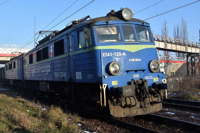Napad na pociąg na trasie Rybnik - Katowice. Zmusili maszynistę do zatrzymania składu