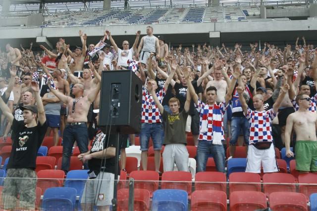 Stadion Górnika stopniowo powiększa objętość. Mecz z Legią będzie mogło zobaczyć ponad 8,5 tysiąca kibiców. Będzie komplet?