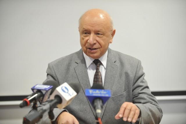 Prof. Bogdan Chazan weźmie udział w konferencji na temat niepłodności w Gnieźnie. Mieszkańcy planują protest.