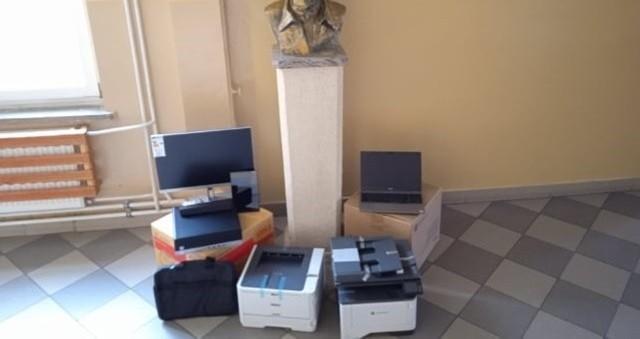 Do Zespołu Szkół w Siennie trafił sprzęt multimedialny. Sfinansowany został on przez Urząd Marszałkowski Województwa Mazowieckiego.