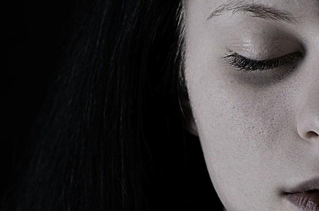 Depresja jest jak pajęcza sieć. Oplata cię