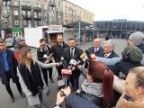 Remont Placu Oddziałów Młodzieży Powstańczej tematem kampanii wyborczej. Marszałek Senatu obiecuje wsparcie rewitalizacji tego miejsca