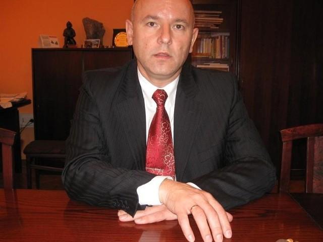 - Do końca sierpnia potrwają konsultacje. A we wrześniu chciałbym, żeby rada miasta ponownie głosowała zamiar likwidacji konkretnych gminnych szkół - mówi A. Ogrodnik, burmistrza Kożuchowa.