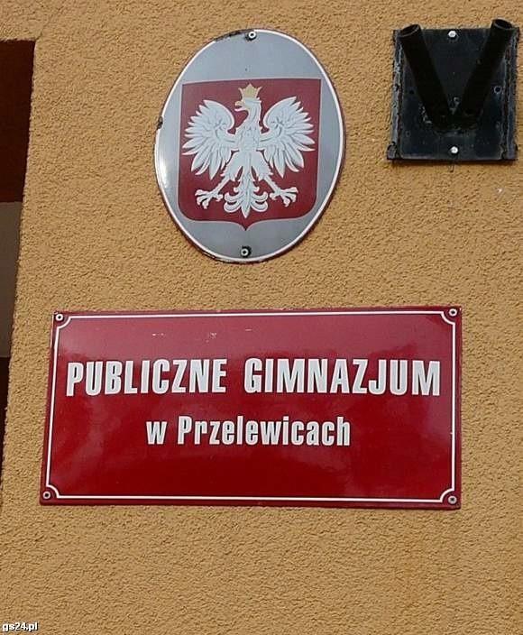 14-letnia uczennica urodziła dziecko w toalecie Gimnazjum Publicznego w Przelewicach.