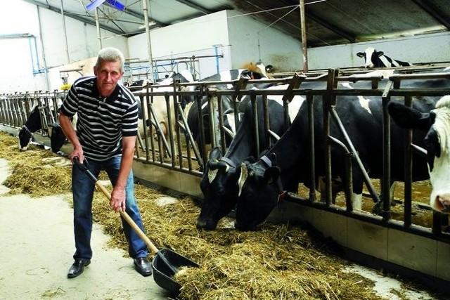 Producenci mleka mogą płacić karySwoją kwotę mleczną przekroczył m.in. Tadeusz Skrodzki ze wsi Cyprki, pomimo tego, że w trakcie roku kwotowego dokupił mlecznego limitu