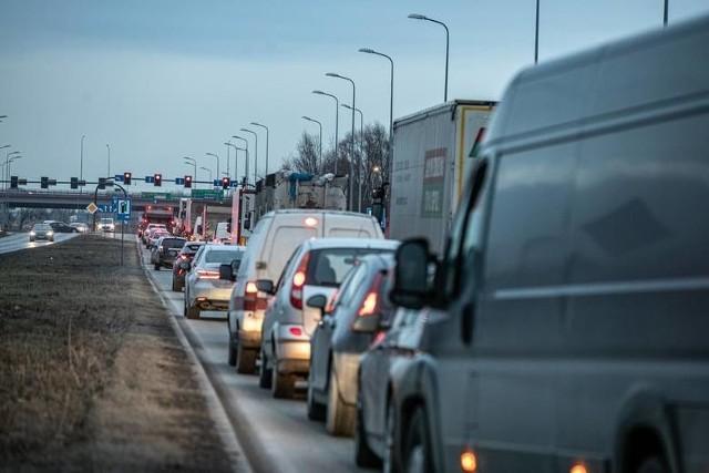 Sygnalizacja świetlna na skrzyżowaniu ul. Śliwiaka - Trakt Papieski - łącznica węzła S7 Kraków Przewóz