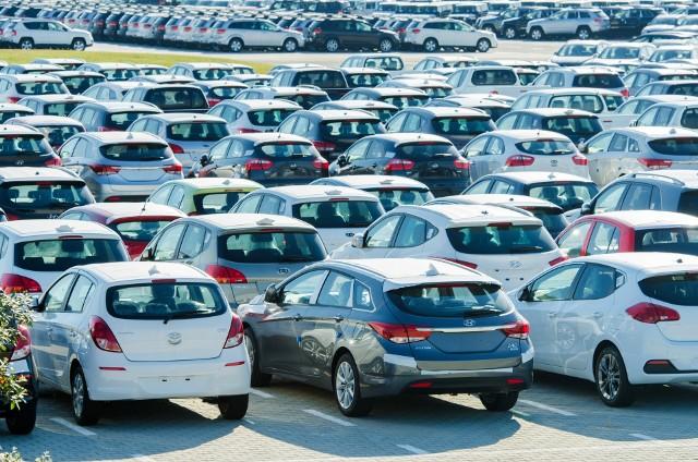 Największą popularnością wśród Polaków wypożyczających auta na wakacjach cieszą się pojazdy średniej wielkości.