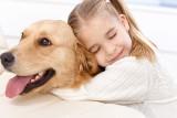 Wyprowadzamy psy na smyczy, sprzątamy po nich. A przede wszystkim kochamy
