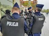 """Pochód 1 maja w Białymstoku. Marsz narodowców: """"Praca w Polsce dla Polaków"""" zatrzymany przez policję (ZDJĘCIA)"""