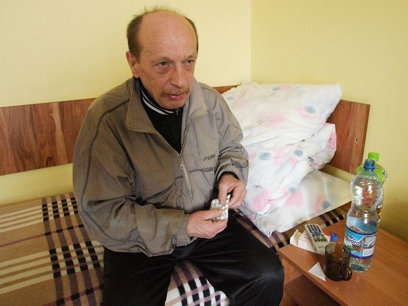 Leonard Lis uważa, że to cud, iż w wyniku wybuchu i pożaru nie zginął żaden mieszkaniec kamienicy. Fot. Krzysztof Piotrkowski