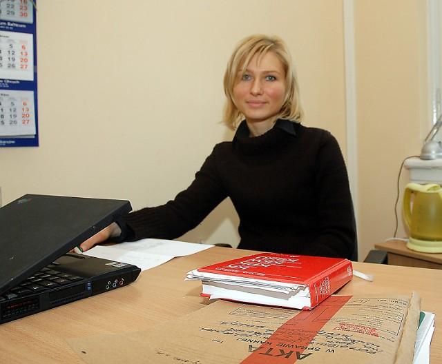 Magdalena Bronk, przewodnicząca wydziału IV karnego Sądu Rejonowego w Szczecinie twierdzi, że pomoc prawna powinna być udzielana na bieżąco, a nie przez kilka dni, na zasadzie akcyjności.