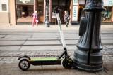 Nowe przepisy dla użytkowników hulajnóg elektrycznych! Będą srogie kary! Co się zmieni? OGRANICZENIA I MANDATY