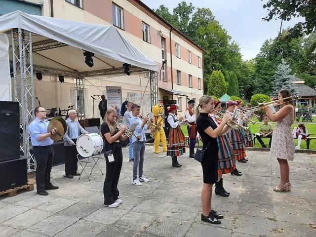 Podczas niedzielnej imprezy charytatywnej dla Zosi Bigos wystąpiła między innymi Nowomiejska Orkiestra Dęta.