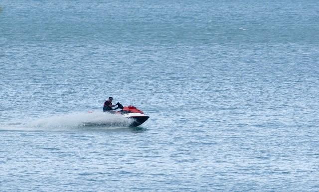 Nietrzeźwy mężczyzna pływający po Gople był agresywny wobec policjantów. Uszkodził także inną łódkę.