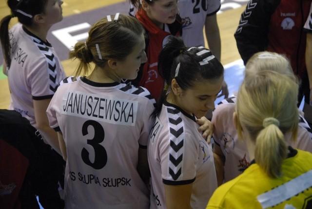 W ostatnim meczu z AZS AWF Warszawa w hali Gryfia debiutowały cztery młode zawodniczki m.in. Januszewska i Maszota.