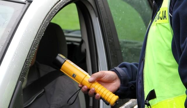 Zielonogórscy policjanci zatrzymali na ul. Wrocławskiej pijaną kobietę prowadzącą citroena.