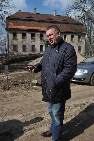 - Zauroczyła mnie ta okolica - mówi Zbigniew Czmuda, właściciel pałacu w Wiechlicach.