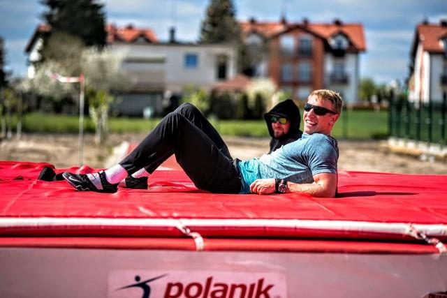 Piotr Lisek podczas treningu w Dusznikach.