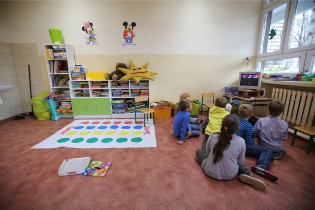Wraz z informacją o przejściu klas 1-3 na zdalne nauczanie, Ministerstwo Edukacji Narodowej poinformowało także jak i dla kogo mają działać szkolne świetlice