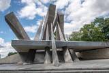 Pomnik Armii Poznań przeszedł renowację i zyskał dawny blask. Metalowe elementy konstrukcji poddano specjalistycznemu czyszczeniu