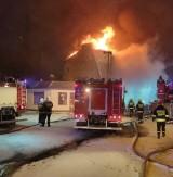 """Wielki pożar kamienicy w Pabianicach. W budynku mieszkał """"zbieracz"""". Znaleziono zwłoki ZDJĘCIA"""