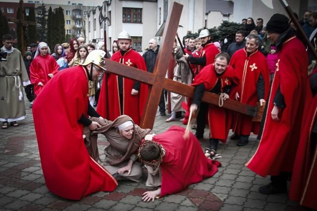 Dziś Niedziela Palmowa zwana Niedzielą Męki Pańskiej. W parafii Judy Tadeusza w Rzeszowie odbyło się Misterium Męki Pańskiej.