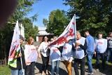 """Koziegłówki. """"Chcemy rozmów o podwyżkach"""". Związkowcy protestują przed zakładem przetwórstwa rybnego SoNa"""