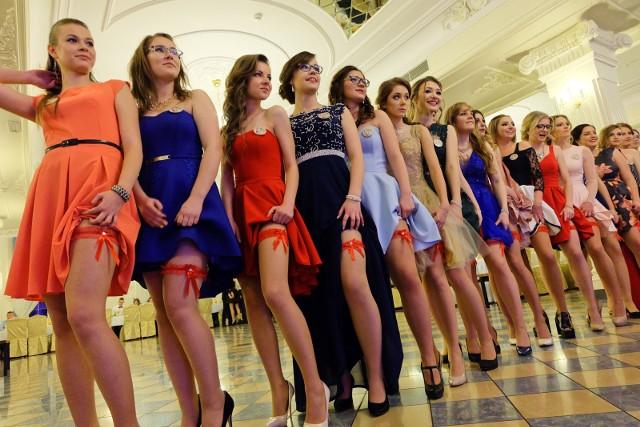 Studniówki ruszyły! O godz. 19, jako pierwszy rozpoczął bal Zespół Szkół Handlowo-Ekonomicznych w Białymstoku.