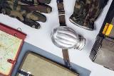 Wojsko sprzedaje sprzęt z demobilu w Agencji Mienia Wojskowego. Zobaczcie środki ochrony osobistej: rękawice, bluzy, szalokominiarki
