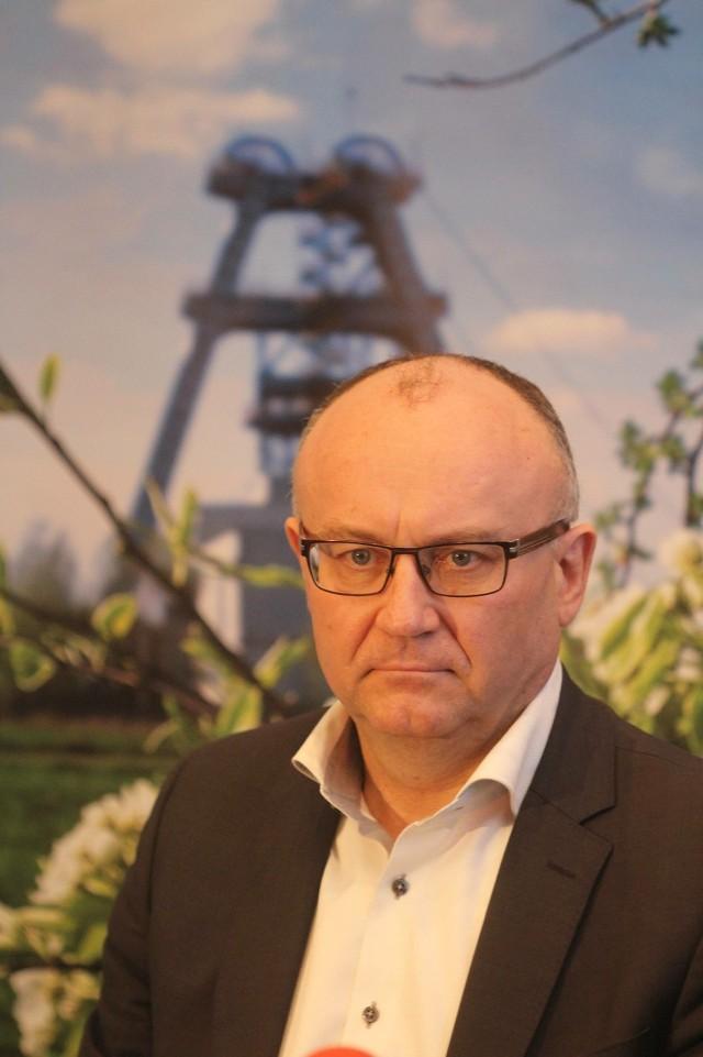 Nowa Kompania Węglowa z zyskiem 600 mln zł w 2016 r.Krzysztof Sędzikowski, prezes zarządu Kompanii Węglowej, w oficjalnym komunikacie przekonywał, że kluczowa dla powodzenia projektu będzie jednak efektywna współpraca z inwestorami, bankami, ale również akceptacja przez stronę społeczną niezbędnych do wdrożenia inicjatyw.