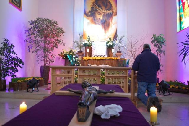 Wielkanoc w powiecie puckim (2017). Groby Pańskie w kościołach
