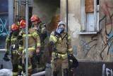 Pożar w Bytomiu. Paliło się poddasze i dach kamienicy przy ulicy Piłsudskiego. Ewakuowano 9 mieszkańców i sąsiednią szkołę
