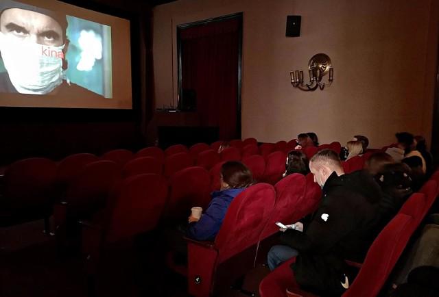 Do kina i teatru pójdziemy dopiero za miesiąc