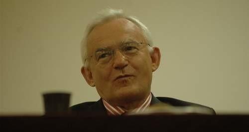 Leszek Miller. Ma 62 lata. Działacz PZPR, lider SLD, dziś Polskiej Lewicy. Premier w latach 2001-2004, poseł od 1991 do 2005 r. Żona Aleksandra, syn Leszek.