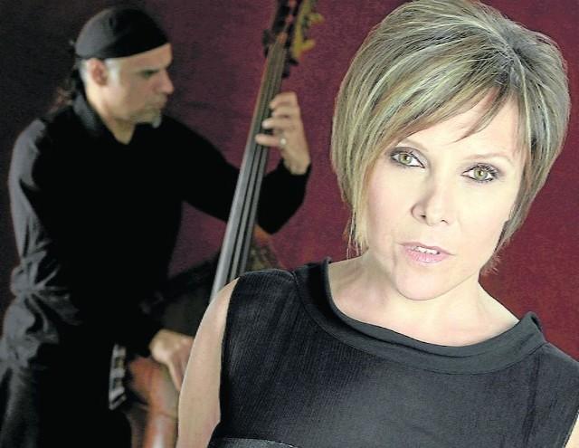 Vaya Con DiosLegendarna piosenkarka kończy karierę i żegna się z fanami na globalnej trasie koncertowej. Do Polski, konkretnie  do Sali Kongresowej, dotrze wczesną wiosną (23.03)