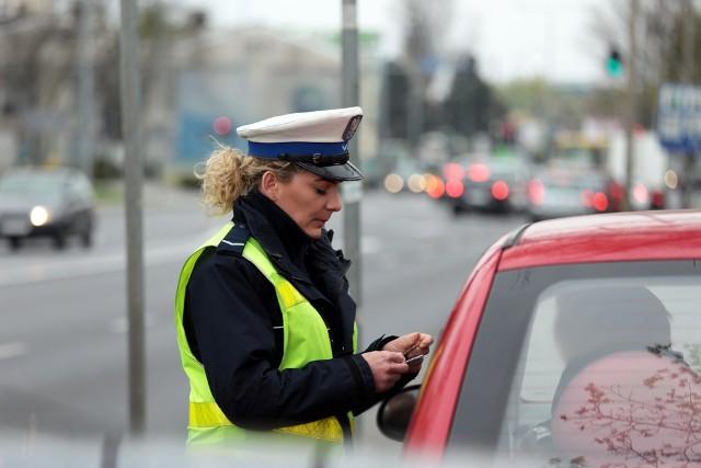 Policjanci z zielonogórskiej drogówki kontrolowali kierowców na skrzyżowaniu ulic Wrocławskiej i Lwowskiej.