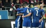 Derby Krakowa 2020. Skandal! Piłkarz Wisły został trafiony rzuconą z trybun butelką po wódce