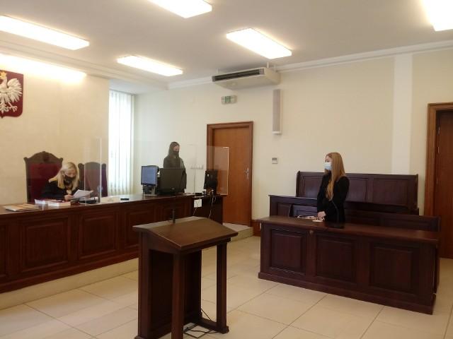 Obwiniony Robert Jabłoński, pełniący obowiązku szefa gabinetu marszałka, nie uczestniczył osobiście w żadnych z etapów postępowania sądowego. Nie pojawił się także na publikacji prawomocnego wyroku
