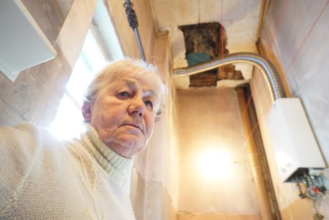 Sąsiad zalał ją wodą. Na pomoc czeka już ponad trzy miesiące, ale nadal jej nie otrzymała