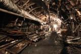 Tragiczny wypadek w kopalni Staszic-Wujek. Zginął 53-letni górnik, zakleszczony w podziemnej lokomotywie