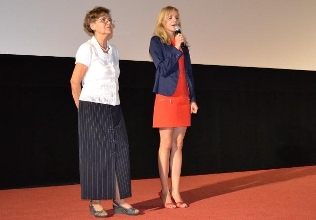 Karola Skowrońska ( z lewej) mówiła: - Jest z nami współtwórca filmu Andrzej Szenajch, kostiumograf. Z prawej - Joanna Chylińska, szefowa Heliosa w Grudziądzu