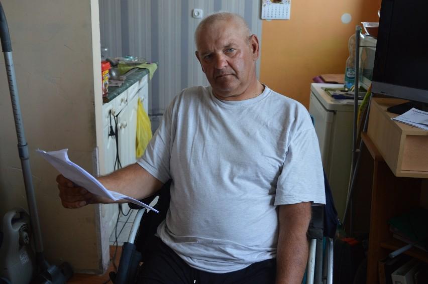 Stanisław Taniukiewicz martwi się, że chociaż zrobił, jak mu poradzili urzędnicy, będzie musiał płacić.