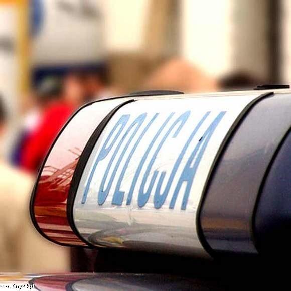 Policja zatrzymała pijaną kobietę, która niszczyła policyjne radiowozy.