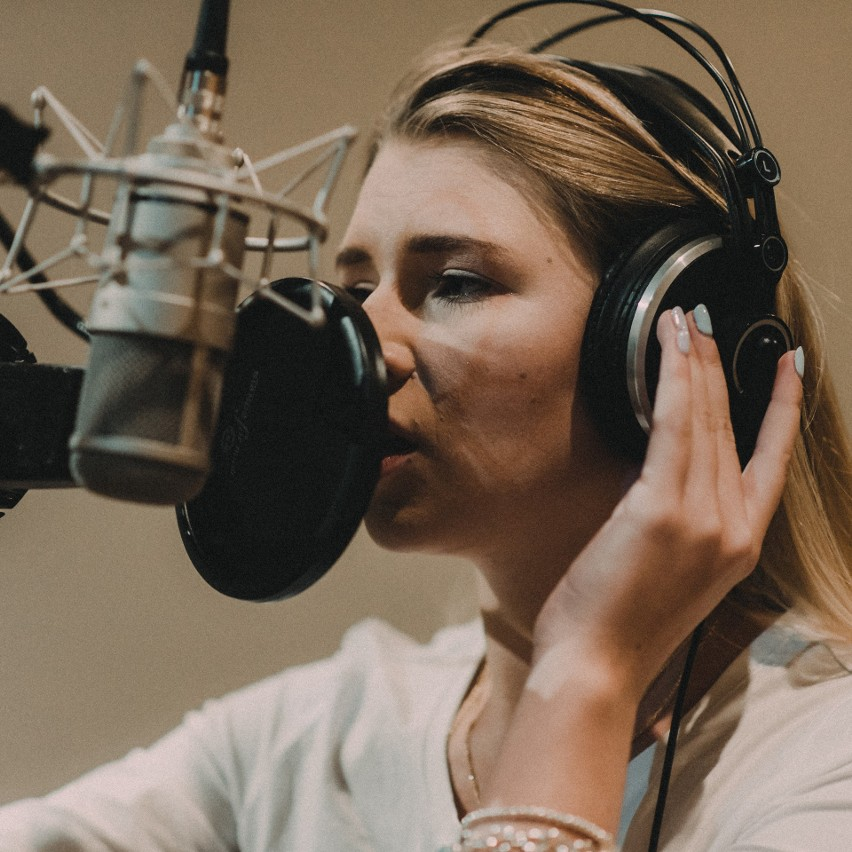 """Natalia Moskal czyli bunt młodości. Hit """"Trąbka"""" na nowej płycie. Do tego wideoklip. Mowa także o utworze Neverland [Muzotok, premiera]"""