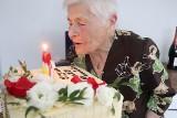 Bieliny. Życzenia, toast i tort na setne urodziny Władysławy Urbanik