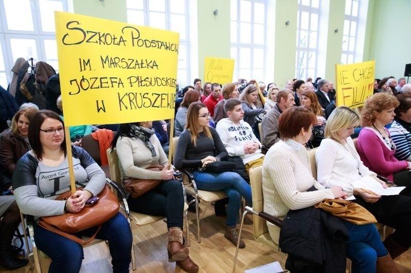 Rodzice walczą o szkołę w Kruszewie