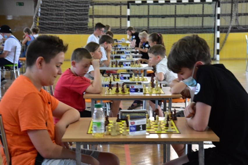 Rozgrywki szachowe w Barcinie.