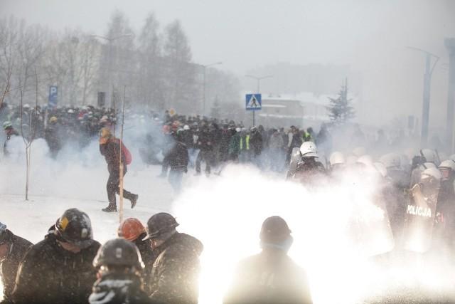 Zamieszki przed siedzibą JSW