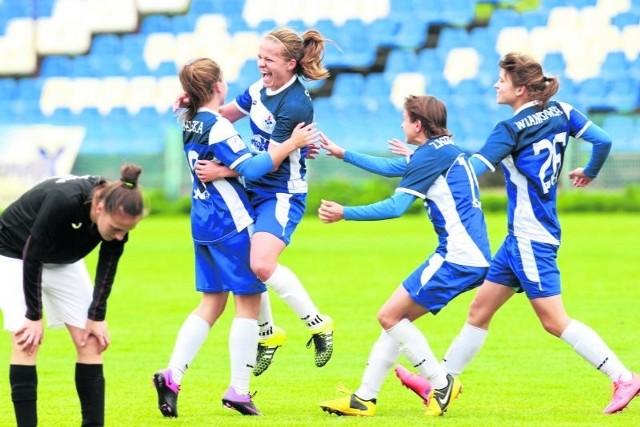 Najskuteczniejsze piłkarki SMS: Michalina Kowalska, grająca trener Marzena Salamon, Weronika Zasowska i Martyna Wiankowska