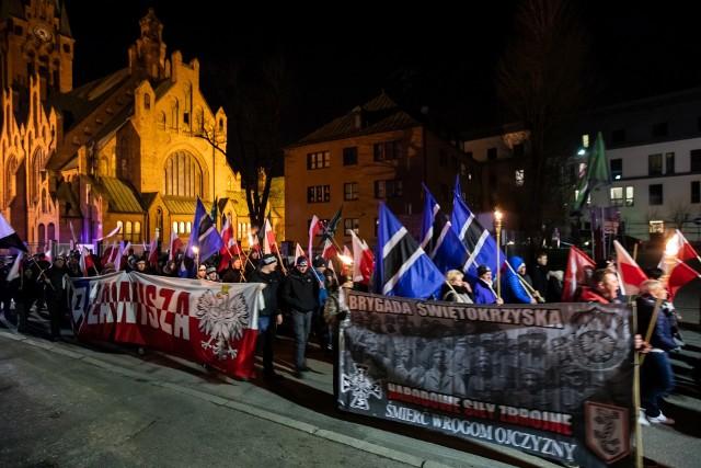 Zdaniem Obywateli RP w czasie marszu publicznie propagowana faszyzm pod pozorem uczczenia pamięci polskich bohaterów.